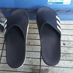 Slides/sandals EUC
